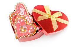Cuore isolato del biscotto del biglietto di S. Valentino del pan di zenzero Fotografia Stock