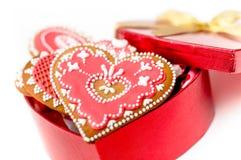 Cuore isolato del biscotto del biglietto di S. Valentino del pan di zenzero Fotografie Stock Libere da Diritti