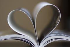 Cuore in libro Immagini Stock