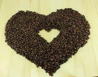 Cuore nel cuore dei chicchi di caffè Fotografie Stock Libere da Diritti