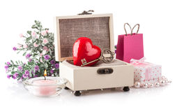Cuore in regalo del cofanetto il giorno dei biglietti di S. Valentino di festa Fotografia Stock Libera da Diritti