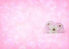 Cuore rosa di amore sul bokeh rosa-chiaro del cuore Immagine Stock
