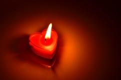 Cuore rosso bruciante della candela Immagini Stock Libere da Diritti