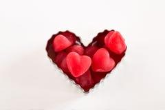 Cuore rosso Candy di giorno di biglietti di S. Valentino in taglierina del biscotto Fotografie Stock Libere da Diritti