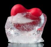 Cuore rosso congelato in ghiaccio Immagini Stock Libere da Diritti