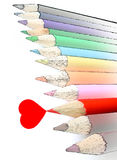 Cuore rosso del pastello w della matita isolato Fotografie Stock