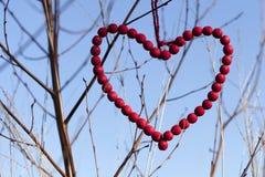 Cuore rosso delle perle di legno Immagini Stock Libere da Diritti