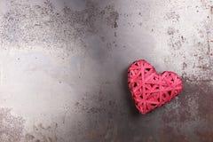 Cuore rosso di amore sulla metropolitana arrugginita Fotografia Stock Libera da Diritti