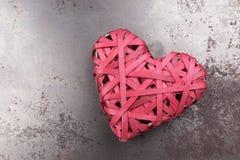 Cuore rosso di amore sulla metropolitana arrugginita Fotografia Stock
