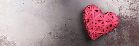 Cuore rosso di amore sulla metropolitana arrugginita Fotografie Stock Libere da Diritti