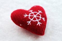 Cuore rosso di Natale sulla neve Fotografia Stock