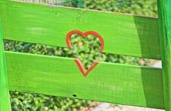 Cuore rosso e recinto verde Immagine Stock