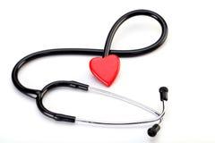 Cuore rosso e uno stetoscopio Fotografia Stock Libera da Diritti