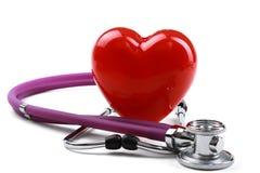 Cuore rosso e uno stetoscopio immagini stock libere da diritti