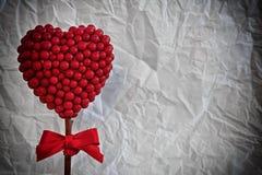 Cuore rosso fatto di piccole palle Fotografie Stock Libere da Diritti