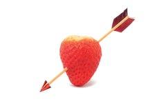 Cuore rosso penetrante dalla freccia Fotografie Stock Libere da Diritti