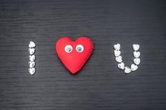 cuore rosso su fondo di legno nero con il piccolo hea del siver Immagini Stock Libere da Diritti