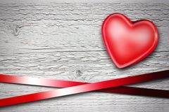 Cuore rosso su priorità bassa di legno Immagine Stock Libera da Diritti