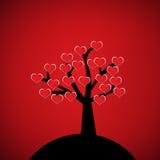 Cuore rosso sull'albero della siluetta Immagini Stock