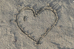 Cuore in sabbia bagnata Immagini Stock Libere da Diritti