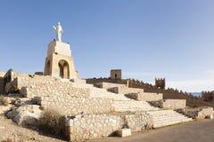 Cuore sacro del monumento di Gesù e rovine della parete di Alcazaba, Almeria, Spagna Immagini Stock
