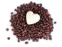 Cuore sui chicchi di caffè Immagine Stock