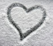 Cuore sulla finestra nevosa Immagine Stock