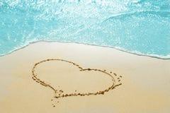 Cuore sulla sabbia fotografia stock libera da diritti
