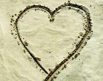 Cuore sulla sabbia immagine stock libera da diritti
