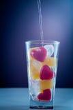 Cuore in un rosso ed in un bianco di vetro della spruzzata del cuore Immagini Stock Libere da Diritti