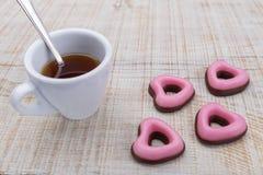 Cuori del biglietto di S. Valentino dei biscotti Immagini Stock Libere da Diritti