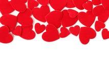 Cuori del feltro di rosso su un fondo bianco Fotografia Stock
