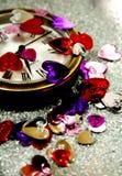 Cuori del St-Biglietto di S. Valentino con un orologio Fotografie Stock