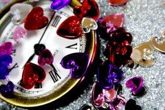 Cuori del St-Biglietto di S. Valentino con un orologio Fotografia Stock