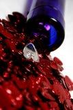 Cuori del St-Biglietto di S. Valentino con una bottiglia di vino Immagini Stock