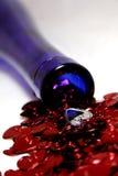 Cuori del St-Biglietto di S. Valentino con una bottiglia di vino Fotografia Stock Libera da Diritti