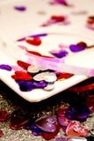 Cuori del St-Biglietto di S. Valentino con una zolla Fotografia Stock Libera da Diritti