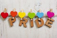 Cuori dell'arcobaleno allegati orgoglio di parola Immagini Stock Libere da Diritti