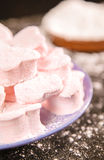 Cuori della caramella gommosa e molle con lo zucchero a velo Fotografia Stock Libera da Diritti