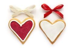 Cuori dello zenzero per il biglietto di S. Valentino ed il giorno delle nozze. Immagine Stock