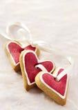 Cuori dello zenzero per il giorno del biglietto di S. Valentino. Immagini Stock