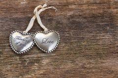 Cuori di amore su legno Fotografie Stock