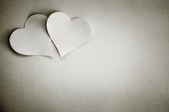 Cuori di giorno di biglietti di S. Valentino su fondo bianco fotografia stock