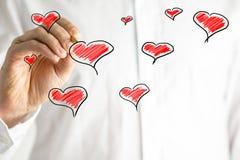 Cuori disegnati a mano su una cartolina d'auguri dei biglietti di S. Valentino Immagine Stock