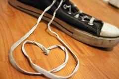 Cuori e scarpe da tennis della corda di scarpa Fotografia Stock Libera da Diritti