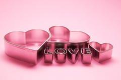 Cuori e testo delle lettere di amore Fotografia Stock