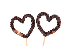 Cuori fatti a mano dai chicchi di caffè Fotografie Stock