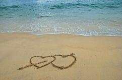 Cuori nella spiaggia Immagine Stock
