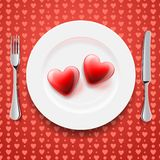 Cuori rossi su una zolla, il giorno del biglietto di S. Valentino Fotografia Stock Libera da Diritti