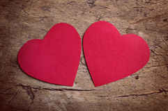 Cuori rossi sulla tavola di legno Fotografia Stock